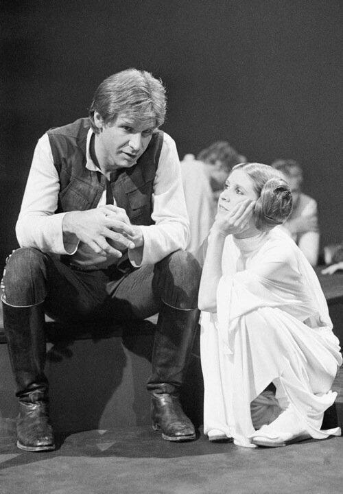 "Harrison Ford ve Carrie Fisher ""Star Wars"" setinde 1976."
