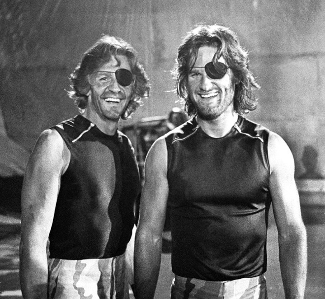 Kurt Russell ve dublörü Dick Warlock Escape From New York setinde
