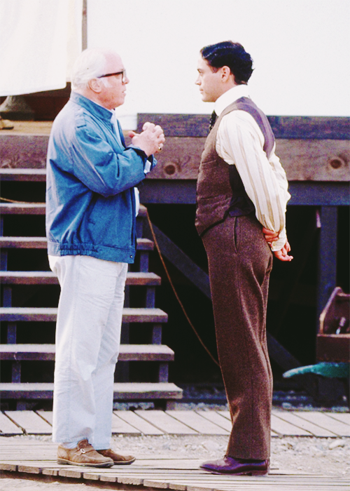 "Richard Attenborough ve Robert Downey Jr, ""Chaplin"" setinde (1992)"