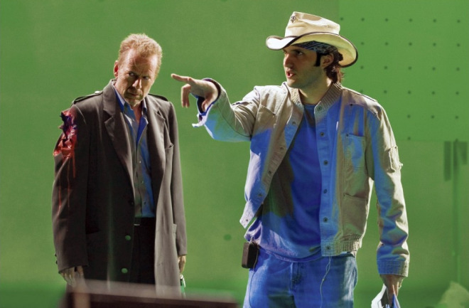 "Robert Rodriguez ve Bruce Willis ""Sin City"" setinde (2005)"