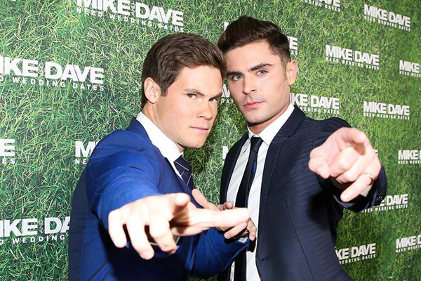 Zac Efron ve Adam Devine